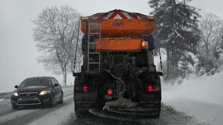 IMGW ostrzega. W weekend opady śniegu i gęste mgły