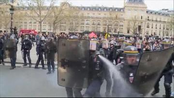Kamieniami i krzesłami w policję. Francuzi nie chcą pracować 48 godzin w tygodniu