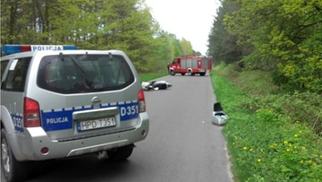 81-letni motocyklista wypadł z drogi. Jego życia nie udało się uratować