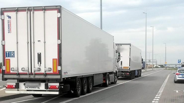 Pijany kierowca ciężarówki zatrzymany na autostradzie A2. W kabinie niedopita butelka wódki