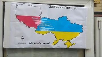 Antypolski plakat wywieszony na budynku konsulatu RP w Kijowie