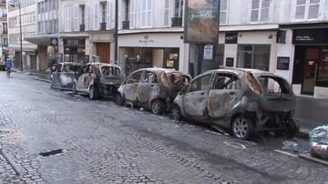 Spalone auta, zniszczone sklepy i Łuk Triumfalny. Paryż po zamieszkach