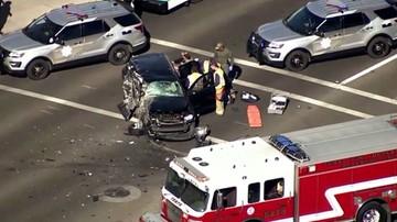 Spektakularny pościg w USA. Rozpędzony SUV uderzył w inne auto i dachował