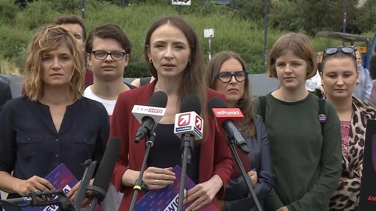 """Lewica zbiera podpisy ws. odwołania ministra edukacji. """"Nie chcemy kolejnych lekcji religii"""""""