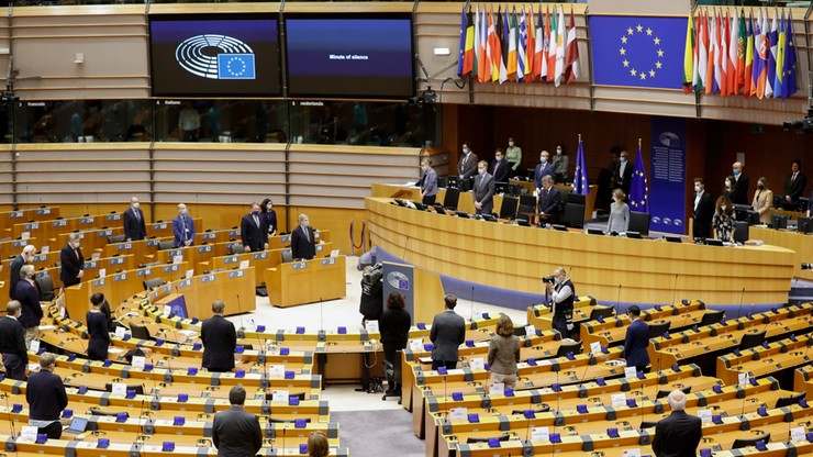 Polska przeciwko powiązaniu budżetu UE z praworządnością. Komentarze polityków