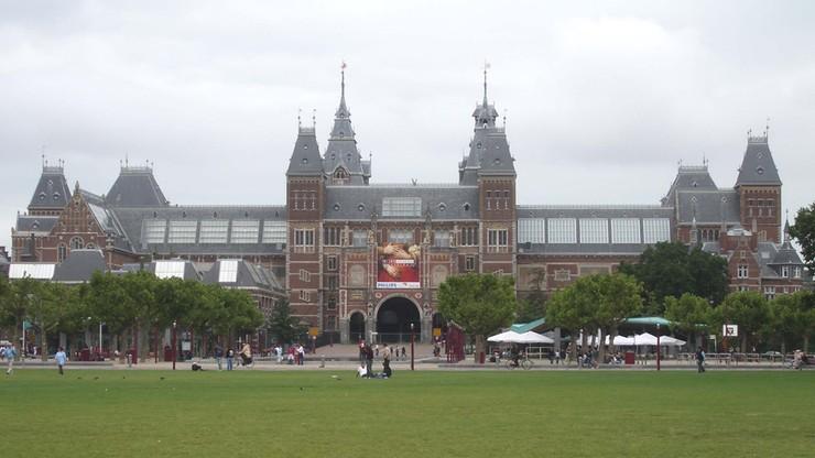 Holandia. Darmowe zwiedzanie Rijksmuseum w Amsterdamie po okazaniu klucza do zapięcia roweru