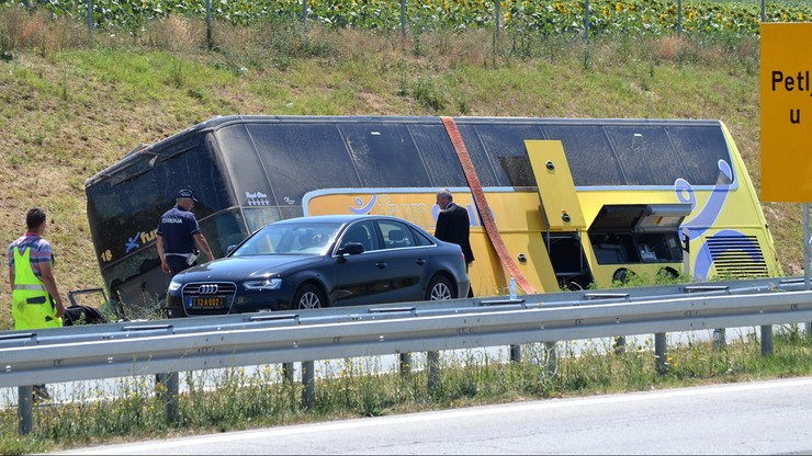 MSZ: trzy osoby nadal w szpitalu po wypadku polskiego autokaru w Serbii