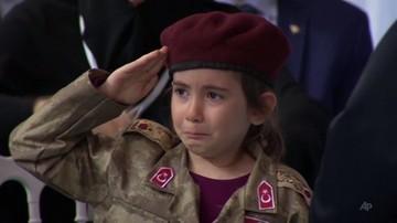 Erdogan do 6-latki w mundurze: jeśli zostaniesz męczennicą, pochowamy cię z honorami. Jesteś gotowa?