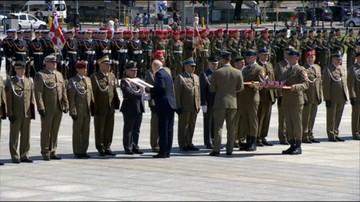 """Macierewicz: """"nie ma konfliktu z prezydentem"""". Ale gdy wręczał awanse wojskowym, nie było nikogo z kancelarii Dudy"""