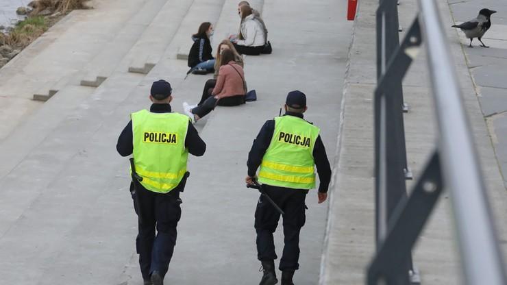 Policja kontroluje przestrzeganie obostrzeń. 6,5 tys. mandatów za brak maseczek ostatniej doby