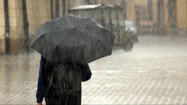 Deszcz, śnieg i silny wiatr. Pogoda na czwartek