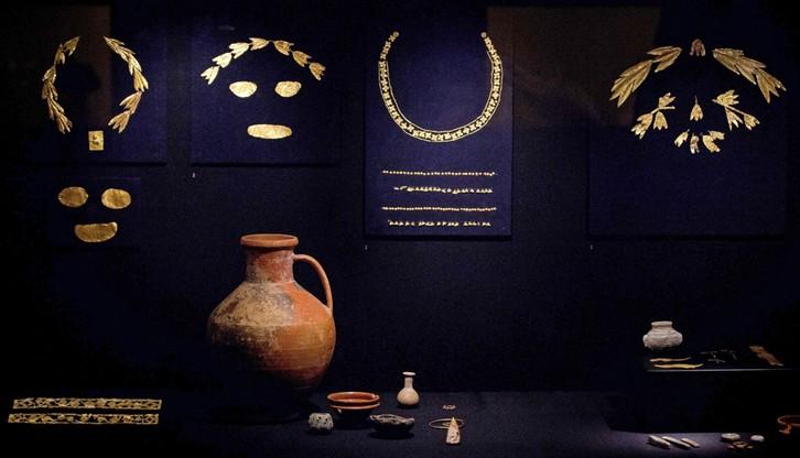 Holandia: sąd nakazał zwrócenie Ukrainie złotych artefaktów z Krymu