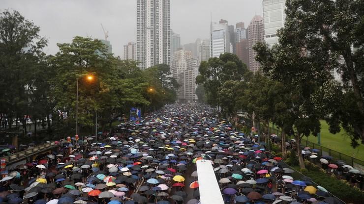 Co najmniej 1,7 mln uczestników protestu przeciw władzom Hongkongu
