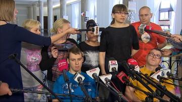 Protestujący w Sejmie apelują: nie płaćcie daniny solidarnościowej