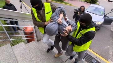 Zarzut usiłowania zabójstwa dla Sebastiana K. Rozbitą butelką pociął twarze dwóch kobiet