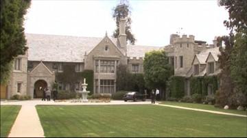 """Rezydencja """"Playboya"""" wystawiona na sprzedaż. Z Hugh Hefnerem w środku"""