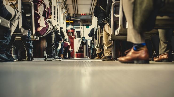 Najbezpieczniej podróżować transportem zbiorowym, ale najwięcej wypadków - w drodze na przystanki