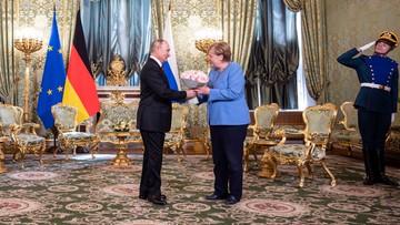 """""""Pożegnalna"""" wizyta Merkel w Moskwie. Putin wręczył jej kwiaty"""