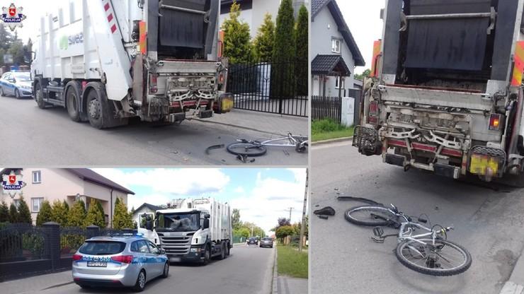 Kierowca śmieciarki cofał. Nie zauważył 22-latki. Rowerzystka w szpitalu, rower w kawałkach