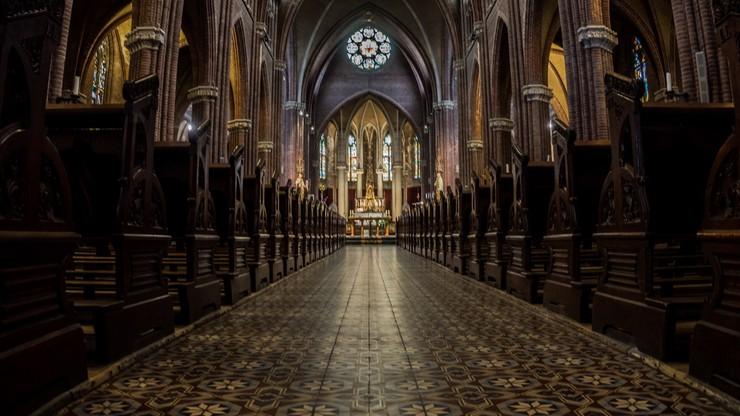 Proboszcz niewinny za zbyt dużą liczbę osób w kościele. Sąd: nie ma ustawy o obostrzeniach