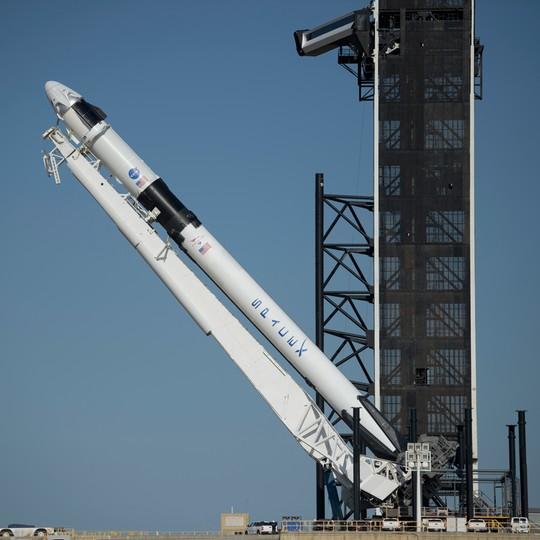 Kapsuła Crew Dragon zbudowana przez należącą do miliardera Elona Muska firmę SpaceX