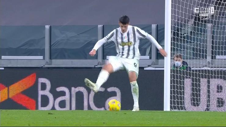 """Kompromitacja sezonu Alvaro Moraty? Próbował trafić """"piętką"""" do pustej bramki"""