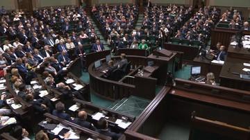 Po burzliwej dyskusji Sejm przyjął ustawę obniżającą pensje parlamentarzystów o 20 proc.