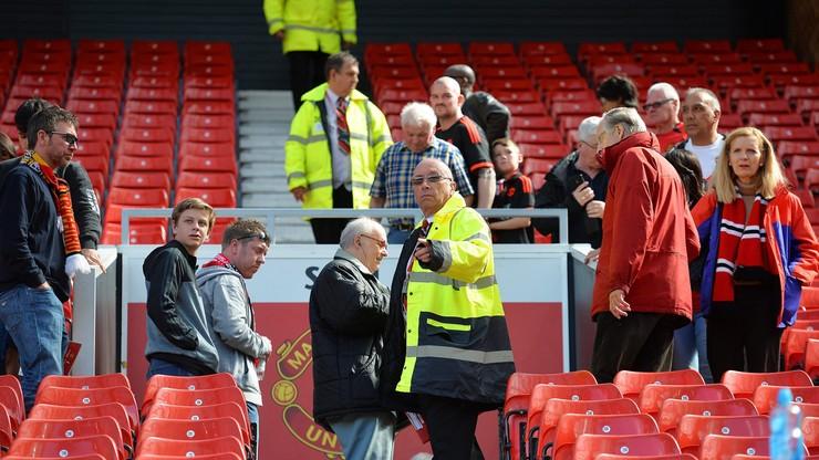 """Bomba znaleziona na Old Trafford była """"wyrafinowaną atrapą"""". Ćwiczyły z nią psy"""