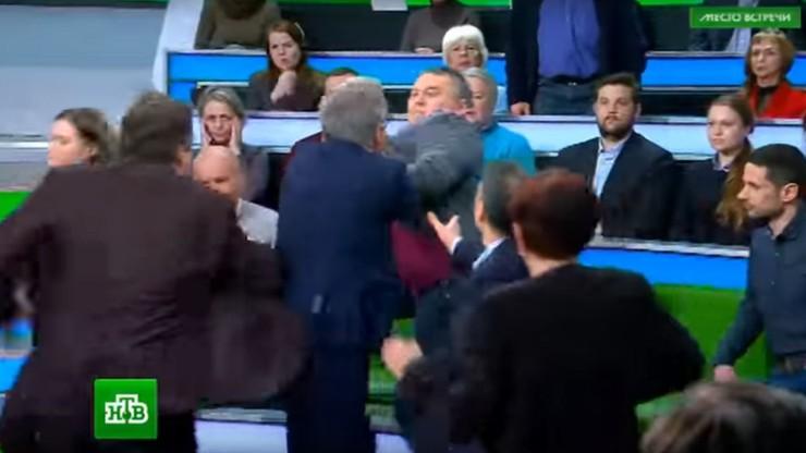 Bójka podczas talk-show. Prowadzący program Rosjanin zaatakował ukraińskiego gościa