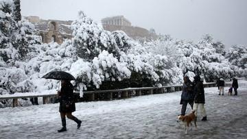 Śnieg na Akropolu. Ludzie uwięzieni w domach