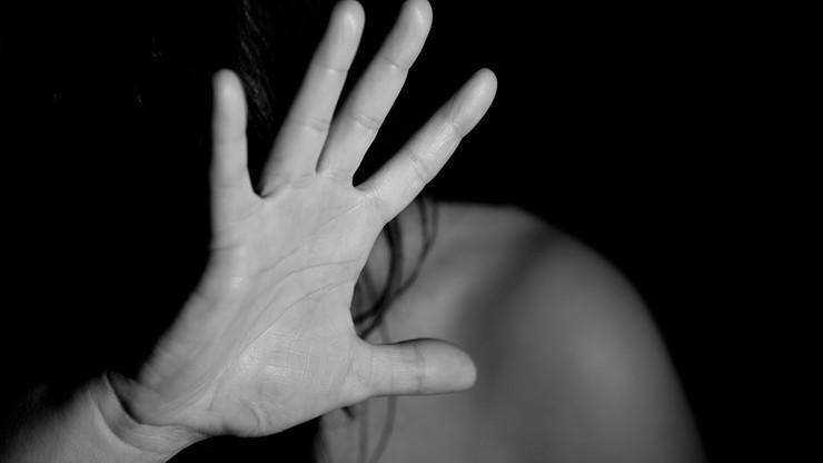 Napadł na swoją dziewczynę, odciął jej palec maczetą. Został skazany na 15 lat więzienia