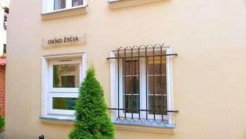 Dwumiesięczna dziewczynka w oknie życia w Koszalinie