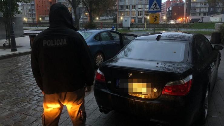 Pościg za kradzionym bmw w Gdańsku. Kierowca staranował policyjną blokadę