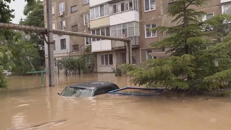 Powódź na Krymie. Po niektórych ulicach Kerczu można było tylko pływać