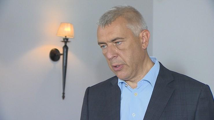 """""""Dzisiaj roztrzaskało się 10 tupolewów"""". Giertych o rekordzie zgonów z powodu Covid-19"""