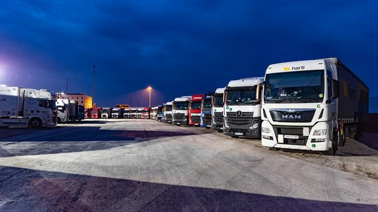 Wielka Brytania i Francja luzują wymogi dotyczące kierowców ciężarówek