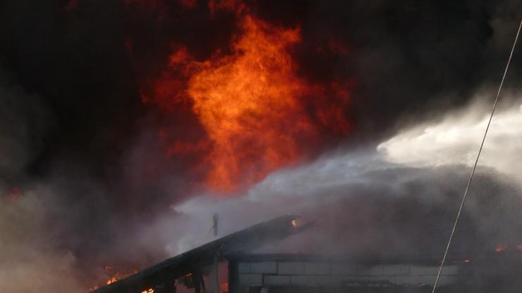 Pomorskie: Pożar budynku gospodarczego. W środku mogli być ludzie