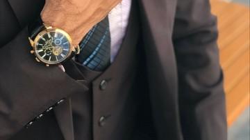 """""""Złodziejki rolexów"""". Policja ostrzega starszych mężczyzn noszących drogie zegarki"""