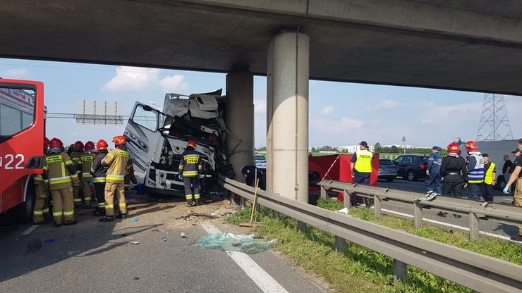 Warszawa. Tragiczny wypadek na S8. Nie żyje kierowca tira
