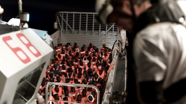 """Włoskie statki zabiorą do Hiszpanii większość migrantów ze statku """"Aquarius"""""""