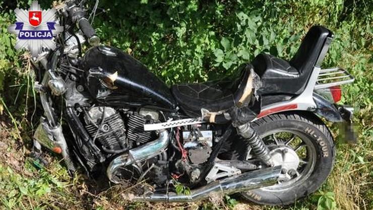 Kierowca samochodu, któremu wpadł w oko owad, wjechał w motocyklistę