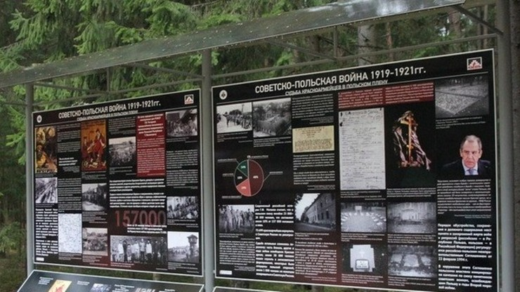 W Katyniu ustawiono tablice o radzieckich jeńcach 1920 r.