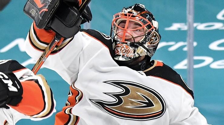 NHL: Niesamowity Stolarz w bramce Anaheim Ducks. Rekord rezerwowego