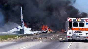 Samolot transportowy spadł na autostradę. Prawdopodobnie nikt nie przeżył katastrofy