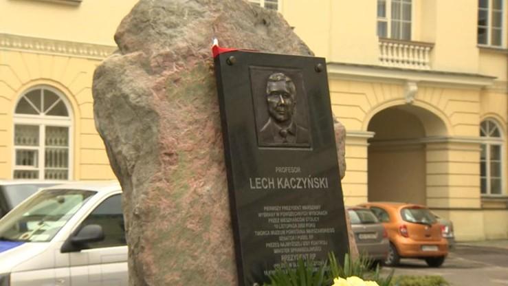 """Wiceprezydent Warszawy o tablicy z podobizną Lecha Kaczyńskiego. """"Wyrządzono mu krzywdę"""""""