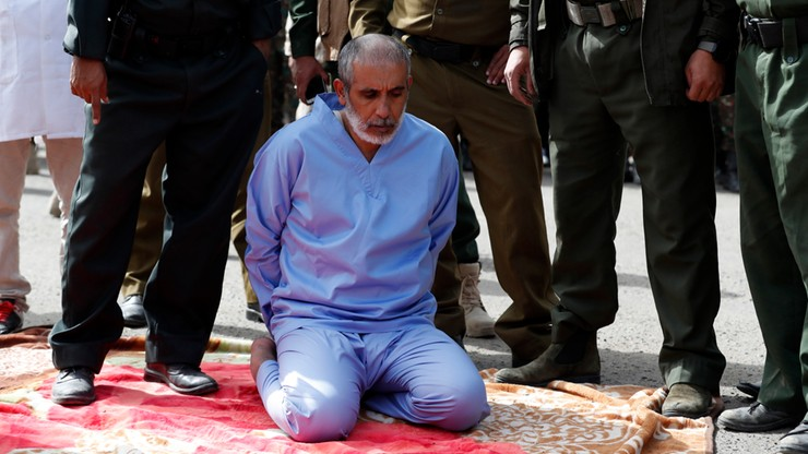 Publiczna egzekucja morderców dzieci. Setki gapiów