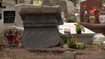 Zniszczone nagrobki dzieci na cmentarzu w Olsztynie. Mężczyzna z nagrania zatrzymany