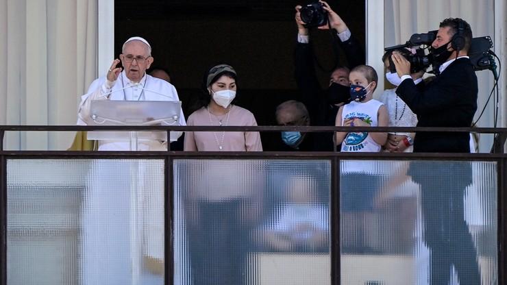 Włochy. Papież Franciszek odmówił modlitwę Anioł Pański balkonu kliniki Gemelli