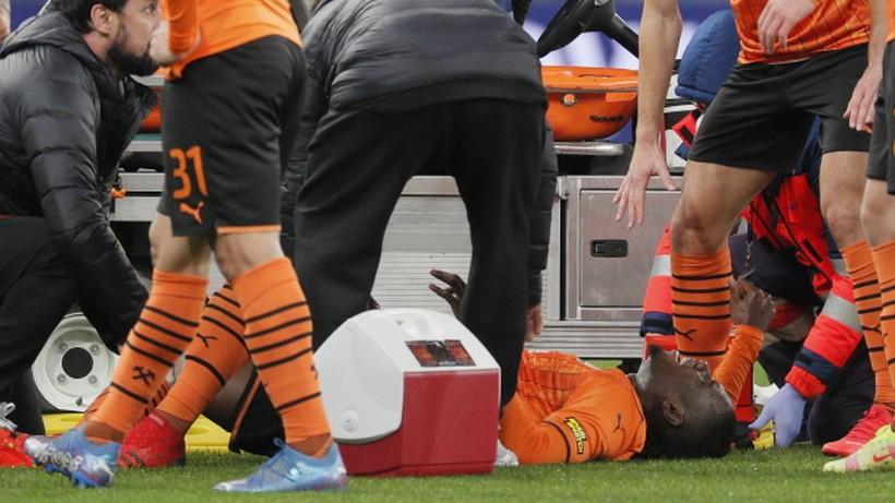 Koszmar! Tragiczna kontuzja piłkarza Szachtara. Inni łapali się za głowy z przerażenia (WIDEO)