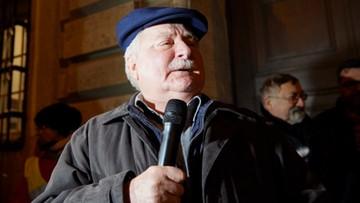 """""""Nie zgadzam się z niszczeniem Polski"""". Wałęsa wziął udział w manifestacji w obronie sądów"""